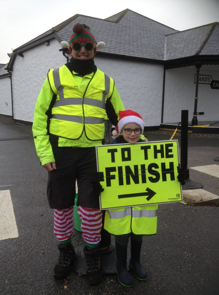 Elves pointing to the finish line.