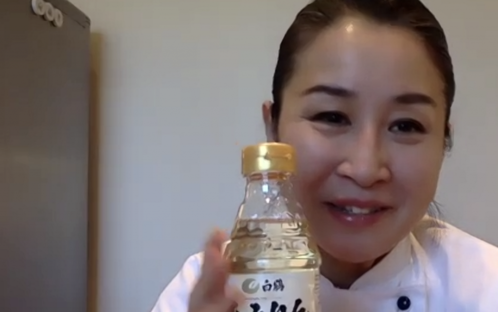 Kinu Yukawa talking to us about Hakutsuru hon mirin.